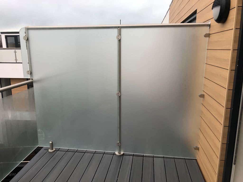 glass divider between flats